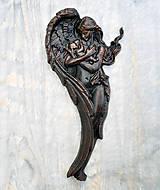 Obrazy - Drevený Anjel a Dieťa (Buk) - 10439740_