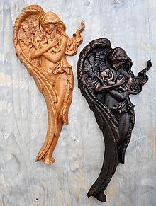 Obrazy - Drevený Anjel a Dieťa - 10439736_
