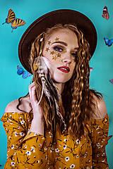 Ozdoby do vlasov - Prírodná bohémska pinetka s perím - 10438105_