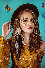 Ozdoby do vlasov - Prírodná bohémska pinetka s perím - 10438106_