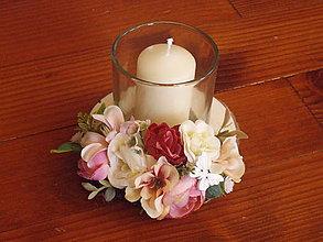 Dekorácie - Vintage staroružovo-ivory svietnik na dreve so sviečkou - 10440230_