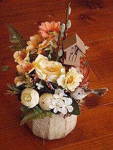 Dekorácie - Veľkonočná dekorácia s búdkou a vtáčikom v keramike - 10440363_
