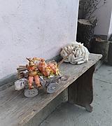 Dekorácie - Veľkonočná dekorácia so zajačikom na vozíku - 10444324_