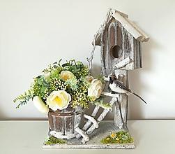 Dekorácie - Kvetinový domček pre vtáčika - 10443454_