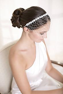 Ozdoby do vlasov - Svadobný závoj na čelenke s čipkou - 10443260_