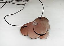 - Slzičkový kožený náhrdelník, prívesok - 10446527_