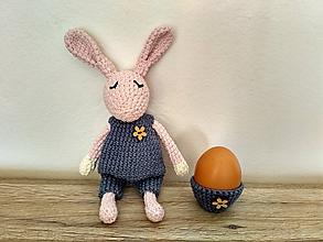 Dekorácie - Háčkovaný zajačik + košíček v modrom - 10447248_