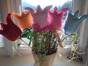 Dekorácie - Tulipány z filcu- zápichy - 10445431_