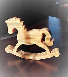 Dekorácie - Drevený hojdací koník zo starých čias... - 10445629_