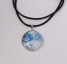 Náhrdelníky - prívesok ľudový modrý s ružičkami - 10447818_