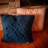Úžitkový textil - Ručne pletený vankúš - 10448265_