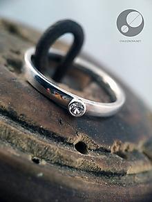 Prstene - Strieborný prsteň s bielym spinelom - 10450653_