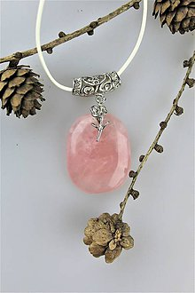 Náhrdelníky - ružičkový prívesok ruženín - 10450522_