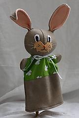 Hračky - Maňuška. Zajac Nebojsa s štvorlístkami na tričku - 10450874_