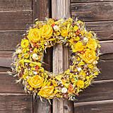 Dekorácie - Žltý prírodný veniec s iskerníkom - 10450168_