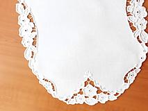 Úžitkový textil - Vyšívané prestieranie - richelieu - Tri kvety, biela, 48 x 36,5 cm - 10450315_
