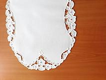 Úžitkový textil - Vyšívané prestieranie - richelieu - Tri kvety, biela, 48 x 36,5 cm - 10450316_