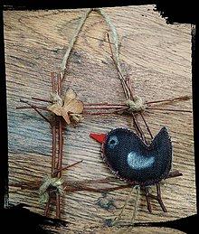 Dekorácie - Vtáčik v okienku - 10450966_