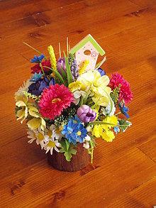 Dekorácie - Jarná aj letná farebná dekorácia s domčekom v kôre - 10450713_