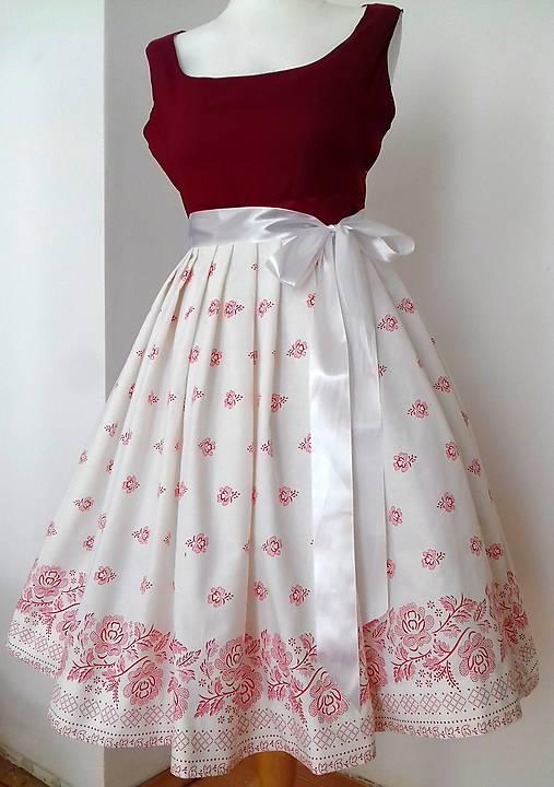 Folklorne retro šaty