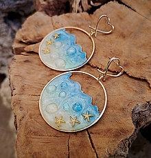 Náušnice - Živicové náušnice morské, zlaté kruhy - 10451291_