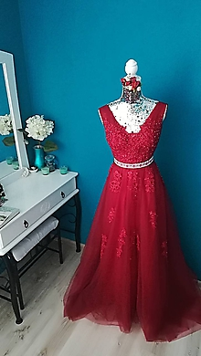 Šaty - Krásne večerné šaty s kvetinovým hrebienkom '' Deva ,, - 10454647_
