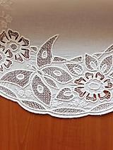 Úžitkový textil - Richelieu - Kvety a motýľ, biela, 77 x41 cm - 10453273_