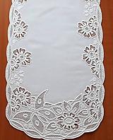 Úžitkový textil - Richelieu - Kvety a motýľ, biela, 77 x41 cm - 10453276_