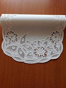 Úžitkový textil - Richelieu - Kvety a motýľ, biela, 77 x41 cm - 10453264_