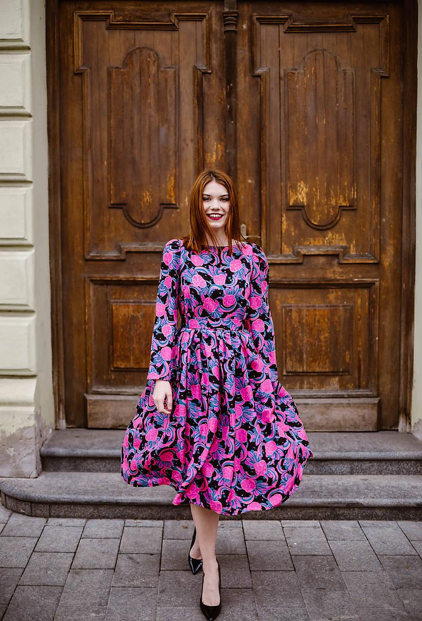 b6d5d295d3cb Hodvábne šaty s riasenou sukňou a viazaním   VivienMihalish - SAShE ...