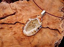 Náhrdelníky - Náhrdelník z achátu, živica, oceľové lanko - 10454794_