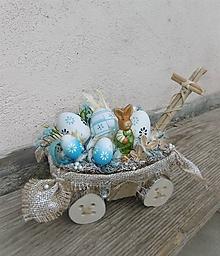 Dekorácie - Veľkonočná dekorácia so zajačikom na vozíku - 10459648_