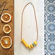 Náhrdelníky - krátky keramický náhrdelník žlto-tyrkysový - 10458038_