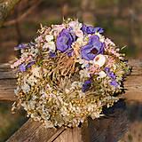 Dekorácie - Prírodný venček s modrými anemonkami - 10456515_