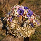 Dekorácie - Prírodný venček s modrými anemonkami - 10456516_