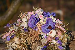 Dekorácie - Prírodný venček s modrými anemonkami - 10456519_