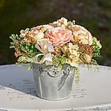 Dekorácie - Krémová dekorácia na stôl - 10457029_