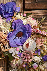 Dekorácie - Prírodný venček s modrými anemonkami - 10460301_