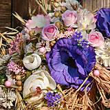 Dekorácie - Prírodný venček s modrými anemonkami - 10460302_