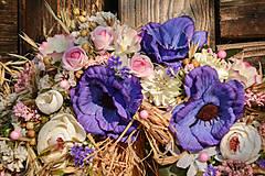 Dekorácie - Prírodný venček s modrými anemonkami - 10460303_