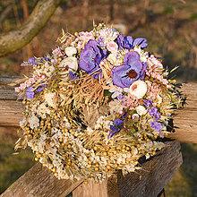 Dekorácie - Prírodný venček s modrými anemonkami - 10456518_