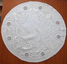 Úžitkový textil - Zľava zo 100 na 85 eur! Richellieu , Vtáčiky a kvety, biela, priemer 78 cm - 10457007_