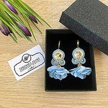 Náušnice - Ručne šité šujtášové náušnice / Soutache earrings with flower tassels & Swarovski®️crystals (Barbora - babyblue) - 10457593_