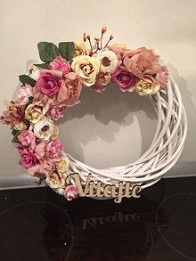 Dekorácie - Kvetinový venček na dvere - 10456547_