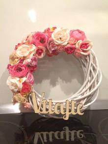 Dekorácie - Kvetinový venček na dvere - 10456548_