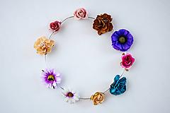 Ozdoby do vlasov - Pestrofarebná elastická čelenka s kvetinami - 10459284_