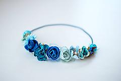 Ozdoby do vlasov - Modrá elastická čelenka s kvetinami - 10459392_