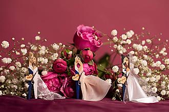 Darčeky pre svadobčanov - Drevené maľované svadobné magnetky na mieru - svadobné štipce - 10456800_
