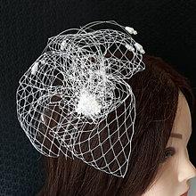 Ozdoby do vlasov - Svadobný fascinátor  s korálkami - 10457637_