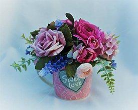 Dekorácie - kvetiová ikebanka v keramickej šáločke - 10463191_